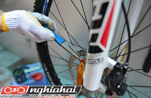 Làm thế nào để nắn thẳng đĩa phanh cong xe đạp2