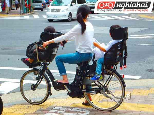 Người Nhật Bản đi xe đạp đi làm1