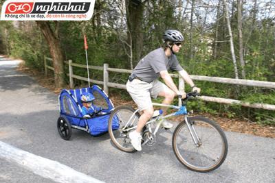 Đi xe đạp với trẻ nhỏ
