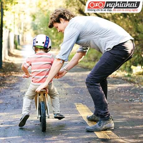5 bước dạy con đi xe đạp 1