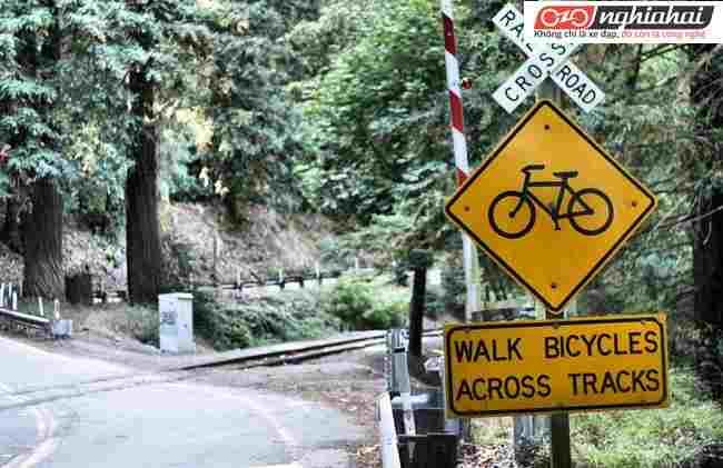 Làm thế nào để đạp xe qua những chướng ngại vật kim loại 3