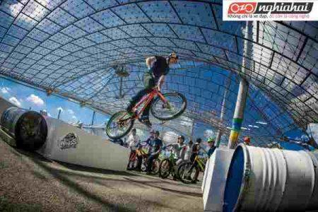 Làm thế nào để đạp xe qua những chướng ngại vật kim loại 4