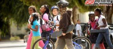 Đạp xe và đi bộ tới trường 4