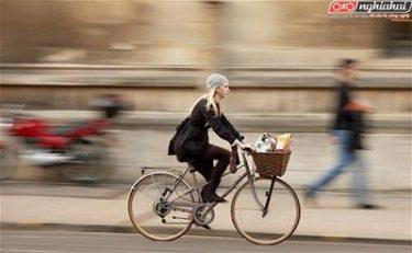 Đạp xe với một phong thái tự tin 1