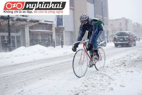 8 mẹo vặt hàng đầu giúp bạn đạp xe trên tuyết 2