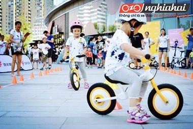 Chiếc xe nhỏ màu vàng vừa đạp vừa trượt này đã chạm vào trái tim tôi! 2