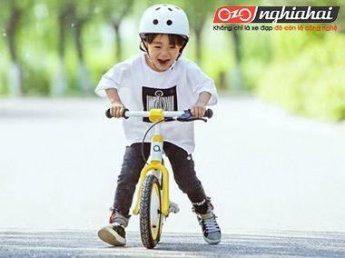 Chiếc xe nhỏ màu vàng vừa đạp vừa trượt này đã chạm vào trái tim tôi! 3