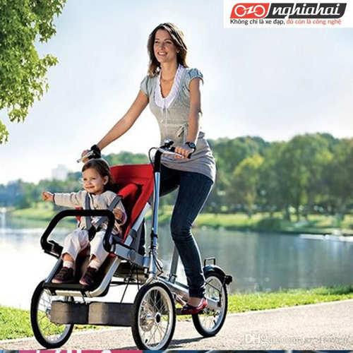 Lắp đặt xe đẩy trẻ em thế nào để càng an toàn 1