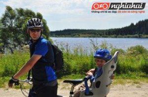 10 mẹo đi xe đạp cùng trẻ trong một ngày nắng nóng. 3