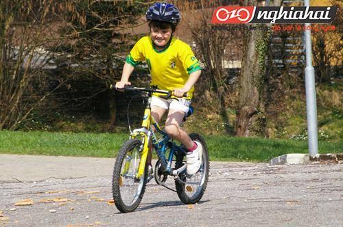 5 mẹo nhỏ giúp trẻ có được sự tự tin trong quá trình đạp xe. `1