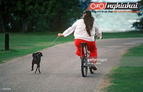 Cô nàng béo đạp xe đạp 1