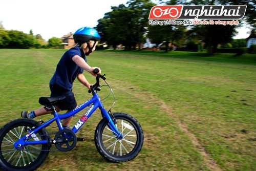 Chiếc xe đạp trẻ em cùng bé lớn lên 1