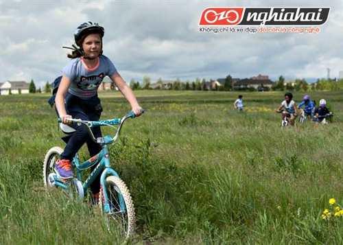 Chiếc xe đạp trẻ em cùng bé lớn lên 3