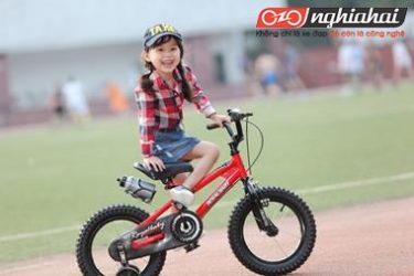 Giúp bé hứng thú hơn với hoạt động ngoài trời bằng các trò chơi với xe đạp 2