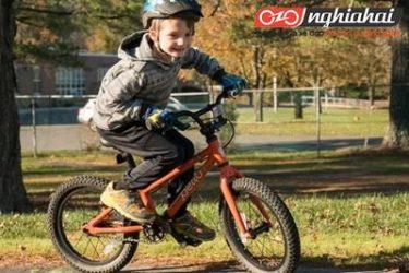 Đạp xe là cách để kiểm tra kĩ năng của trẻ em 4