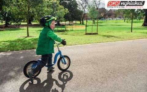 7 lý do tại sao bạn nên sắm một chiếc xe đạp cân bằng cho trẻ 3