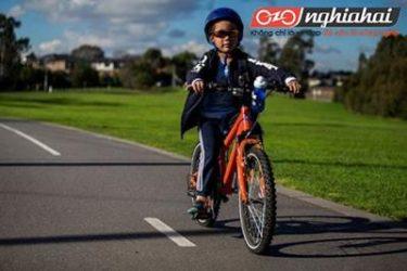 9 lời khuyên thiết yếu giúp bạn dạy con về các nguyên tắc khi đi trên đường 3