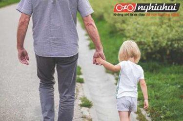 9 lời khuyên thiết yếu giúp bạn dạy con về các nguyên tắc khi đi trên đường 4