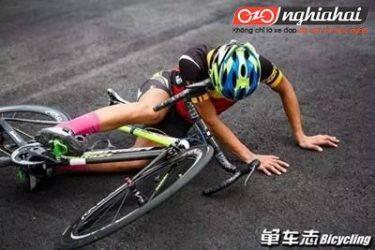 Hướng dẫn kiểm tra nhanh xe khi bị ngã đổ 1