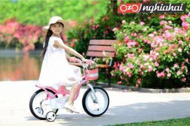 Trẻ em bao nhiêu tuổi có thể đi xe đạp có bánh phụ trợ 3