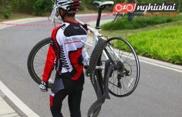 Đạp xe đạp địa hình như thế nào để tránh bị nổ lốp 1