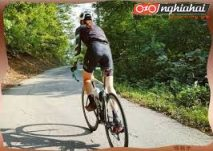 Đau cổ khi đạp xe, không ngẩng lên được, phải làm sao 2