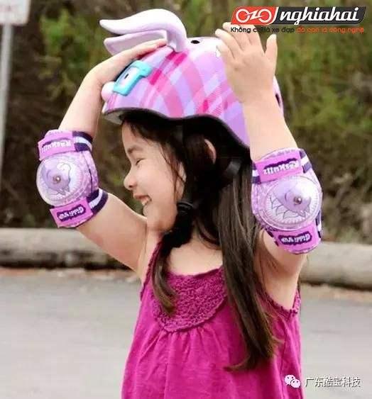 Chăm sóc cho sự an toàn của bé, hãy đội mũ bảo hiểm đúng cách đạt chuẩn TA 1