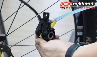 Phương pháp thay dầu cho đĩa dầu của xe đạp địa hình 2`