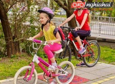 Chỉ dẫn với trẻ khi đi xe đạp 1