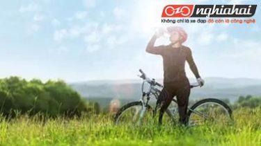 Khi đạp xe, phải uống nước như thế nào 4