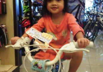 Các bước để dạy một đứa trẻ đi xe đạp trẻ em 1