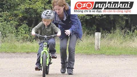 Dạy bé đi xe đạp trẻ em không cần bánh xe phụ trợ 1