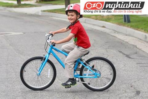 Dạy bé đi xe đạp trẻ em không cần bánh xe phụ trợ 3