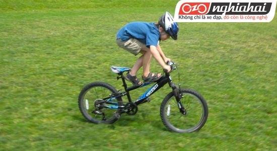 Những điều trẻ cần biết khi đạp xe 3