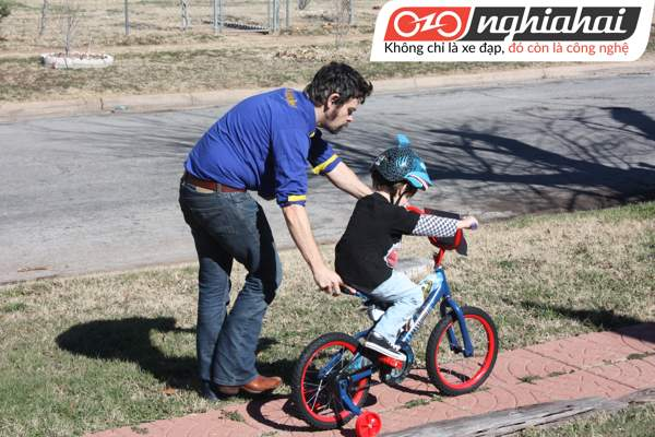 Những kỹ năng khi đạp xe cho bé 3